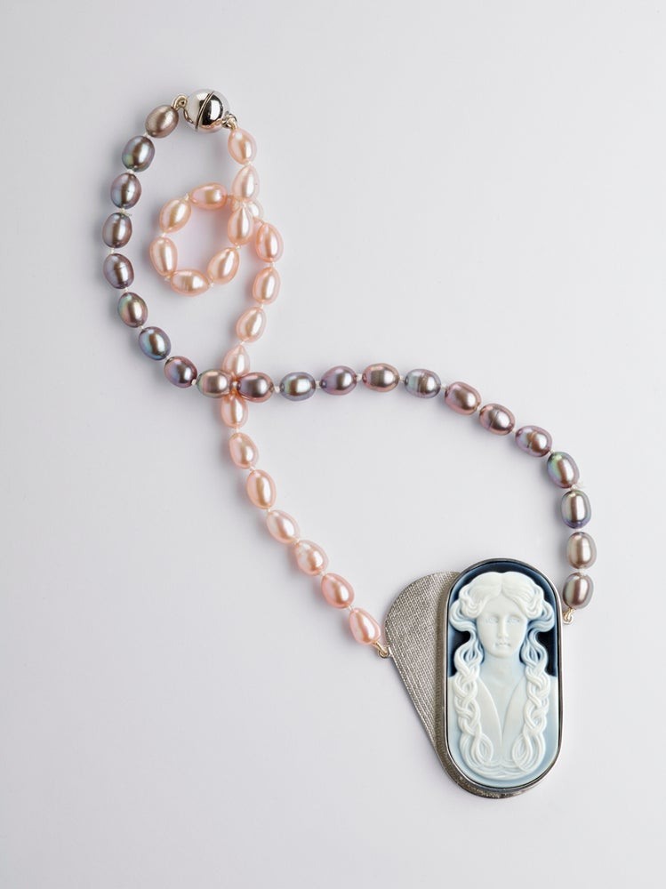 Image of Précieuses envies necklace with onyx cameo and pearls