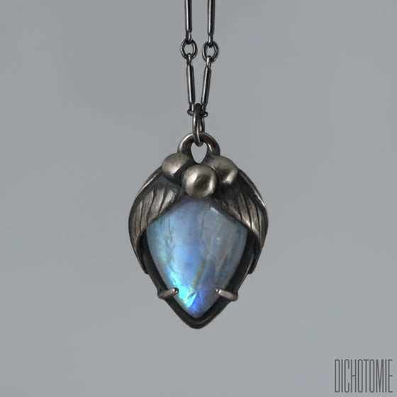 Image of La Belladonna Pendant Rainbow Moonstone