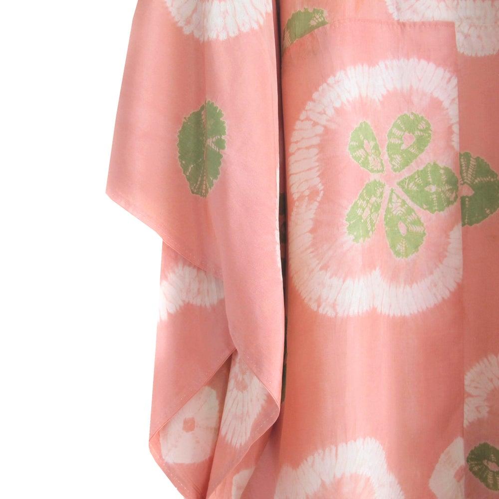 Image of Rosy silke kimono med kløver motiv