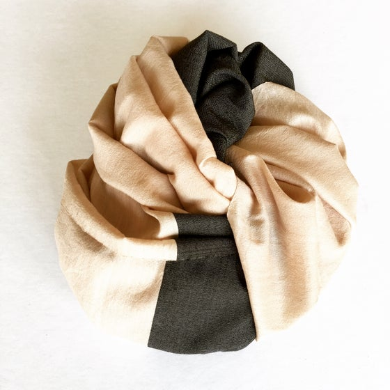 Image of COLOR BANDS SCARF - SAND/BLACK