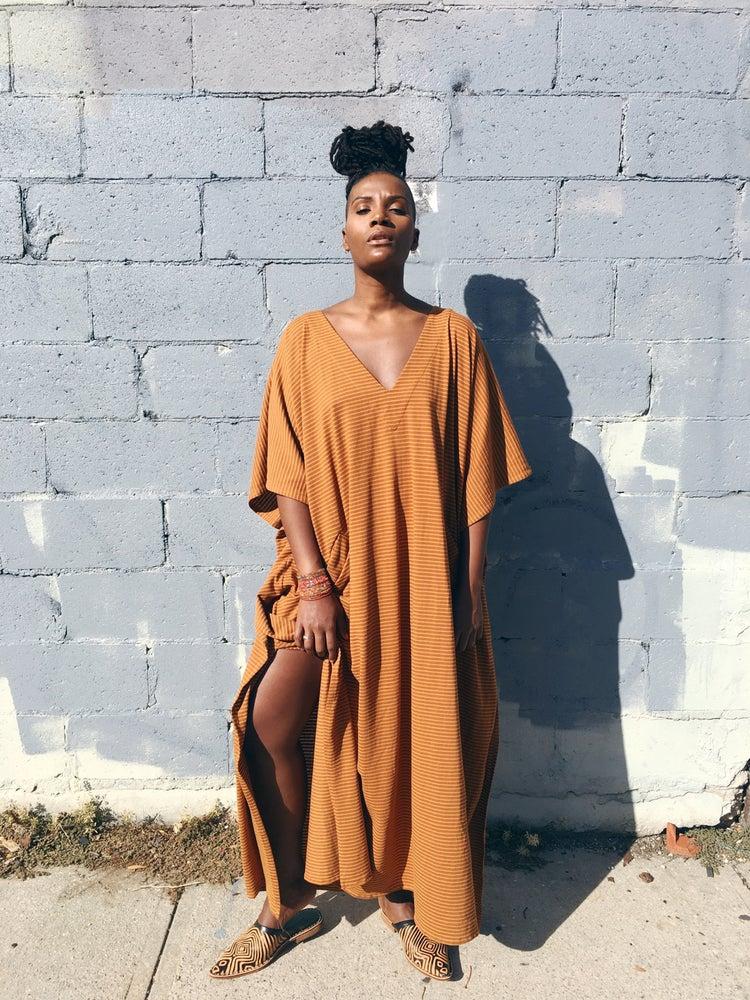 Image of •Déwo• kaftan:      cinnamon/      sun stripe