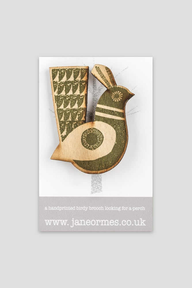 Image of GREEN CIRCLE WINGED QUAIL BROOCH