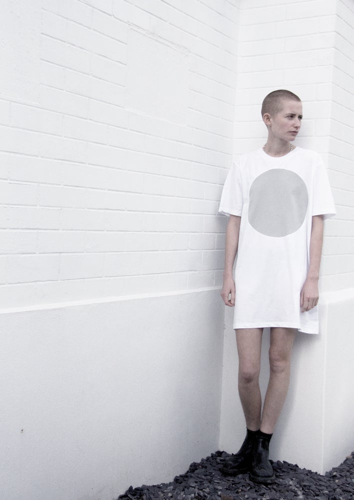 Image of GREY LABEL LUNAR EXTRA LONG T-SHIRT