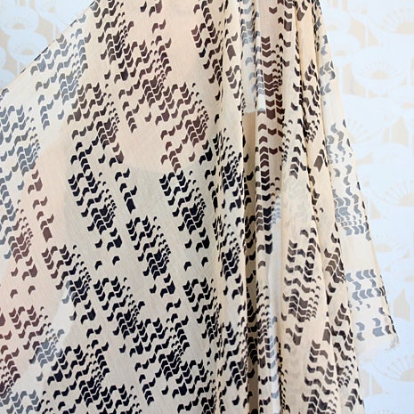 Image of Arrow Print Silk Cotton Black/Shell