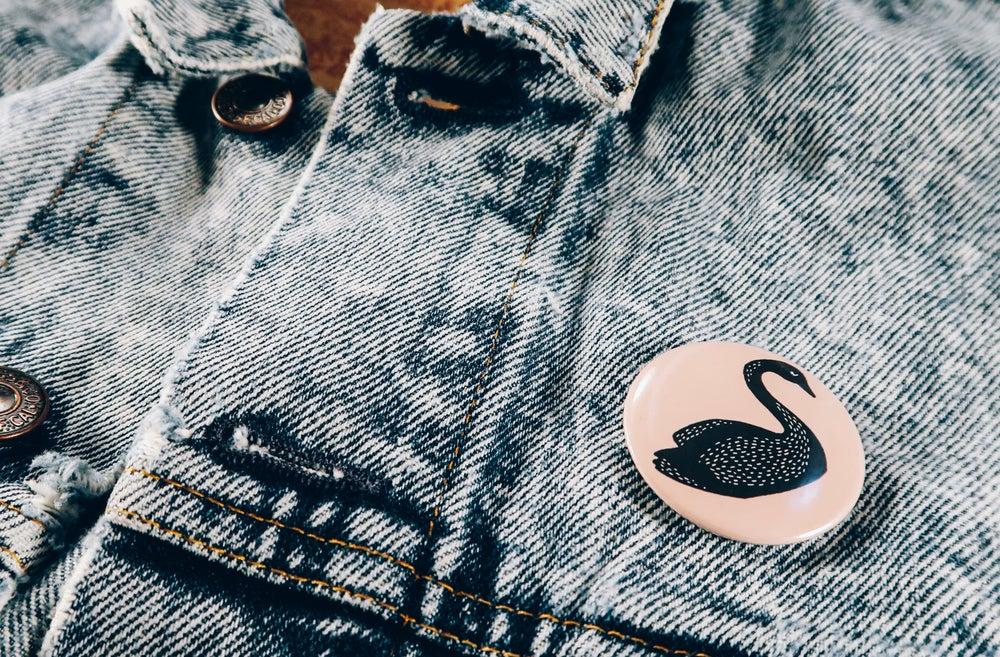 Image of Black / White Swan Pin