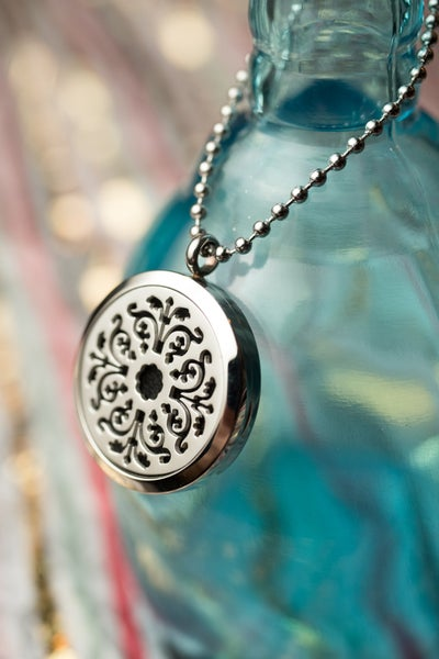 Image of Norge Flower Essential Oil Diffuser Necklace