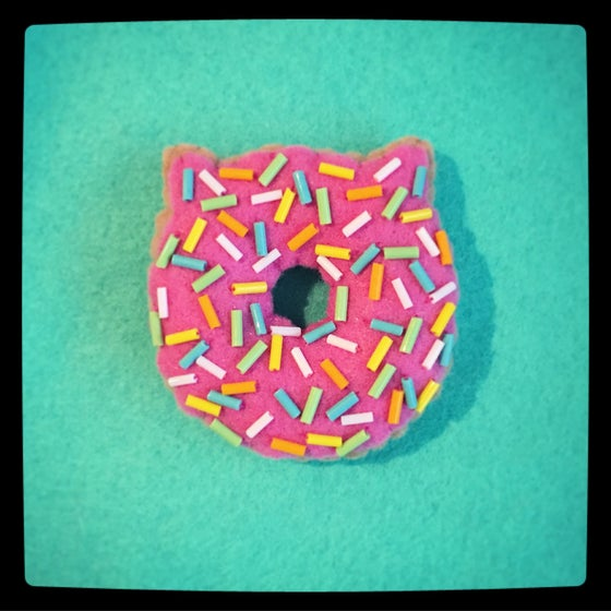 Image of cat donut ornament (made to order)