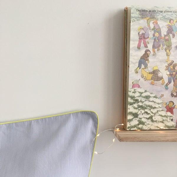 Image of Linge de lit fines rayures bleues - Passepoil jaune.