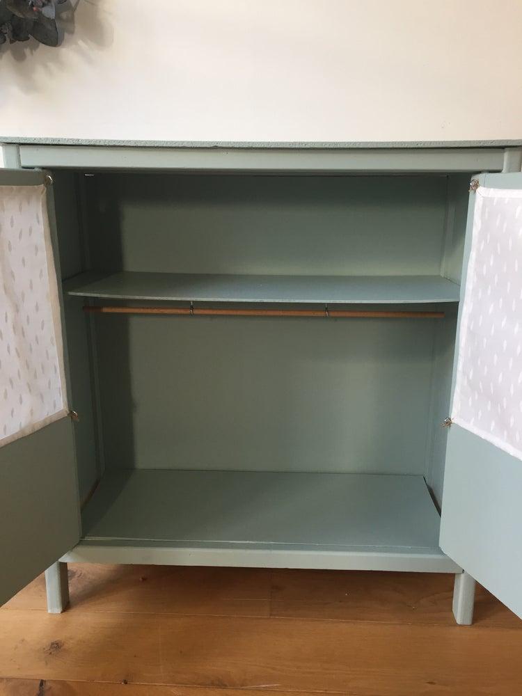 Image of Paulette, armoire de poupée