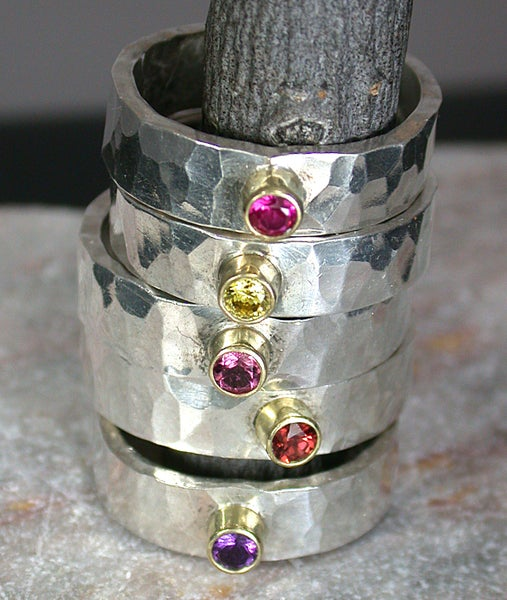 Image of Hammered band with 3mm faceted stone in 18k setting