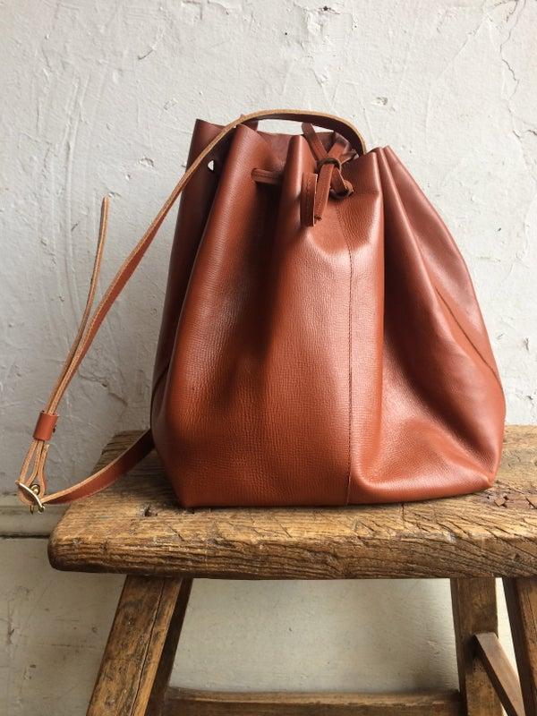 Image of Moyi Moyi Auburn Leather Bucket Bag