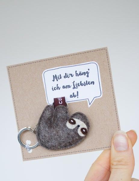 """Image of Faultier Schlüsselanhänger """"Mit dir häng´ich am Liebsten ab"""""""