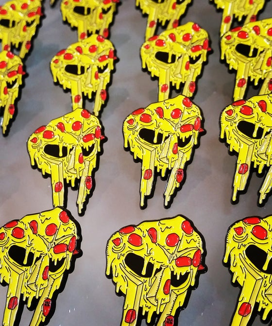 Image of MF DOOM PIN - DELADESO X PIZZABOYZZZ