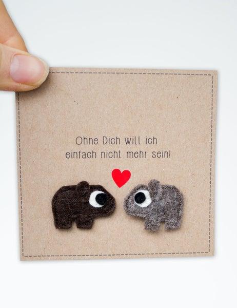Image of Wombats verliebt - Anstecker zum Valentinstag