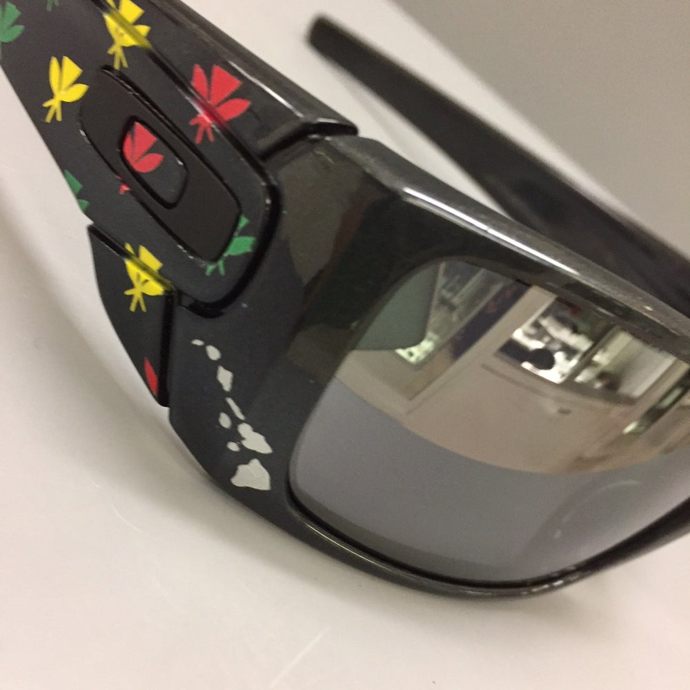 Image of Oakley Fuel Cell Artist Etd Kahili Monogram Non-Polarize Sunglasses