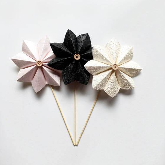 Image of Assorted Paper Flowers A1 - A16