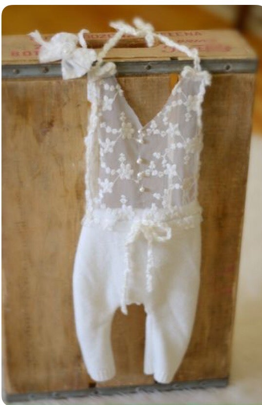 Image of Pretty in lace nb romper