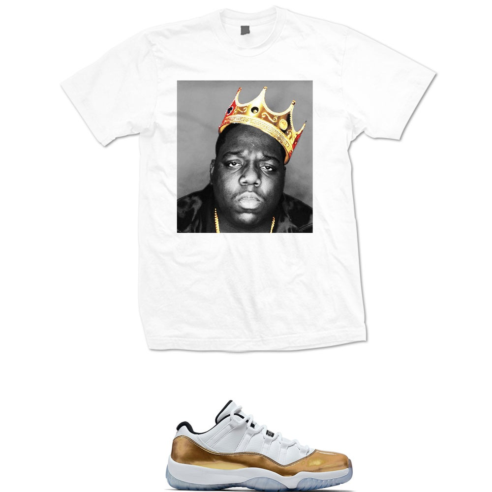 Image of BIGGIE GOLD CROWN RETRO 11 LOW WHITE GOLD T SHIRT - WHITE