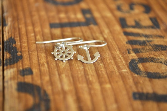 Image of Ship to Shore earrings small