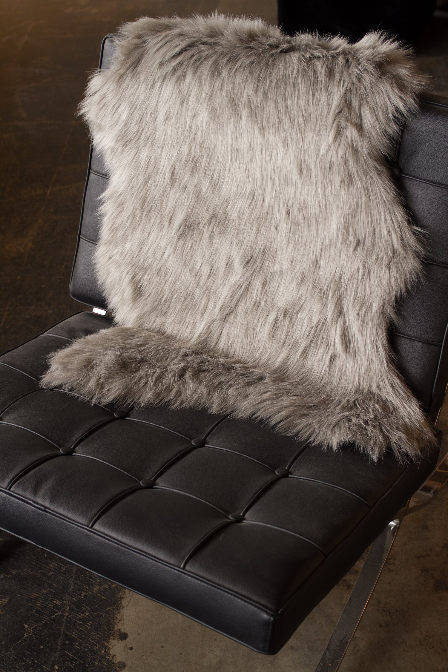 Image of 676685029690 GORDON FAUX SHEEPSKIN THROW 2'X3' GRAY