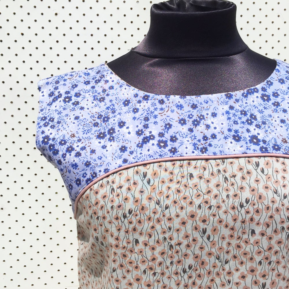 Image of Size small top - country floral.
