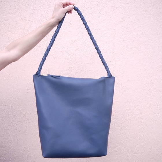Image of Single Strap Zipper Tote No.1