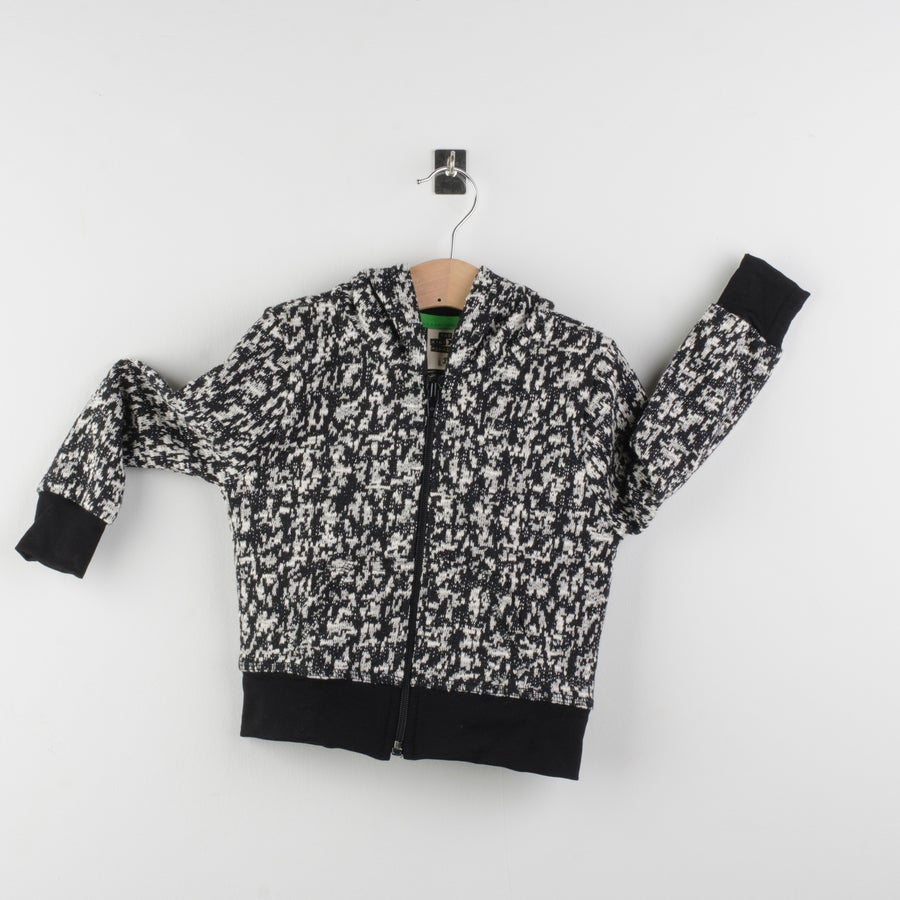 Image of Sudadera jacquard blanco y negro tipo leopardo/Jacquard fleece jacket black and white