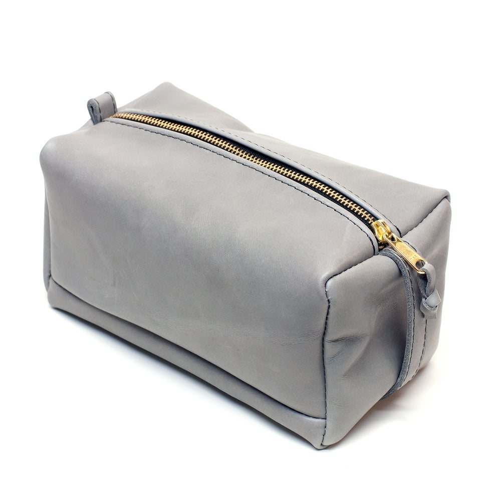 Image of LEATHER DOPP KIT