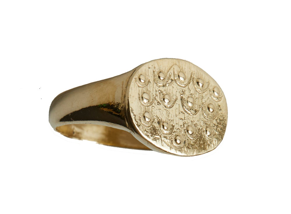Image of Boob Signet ring Gold