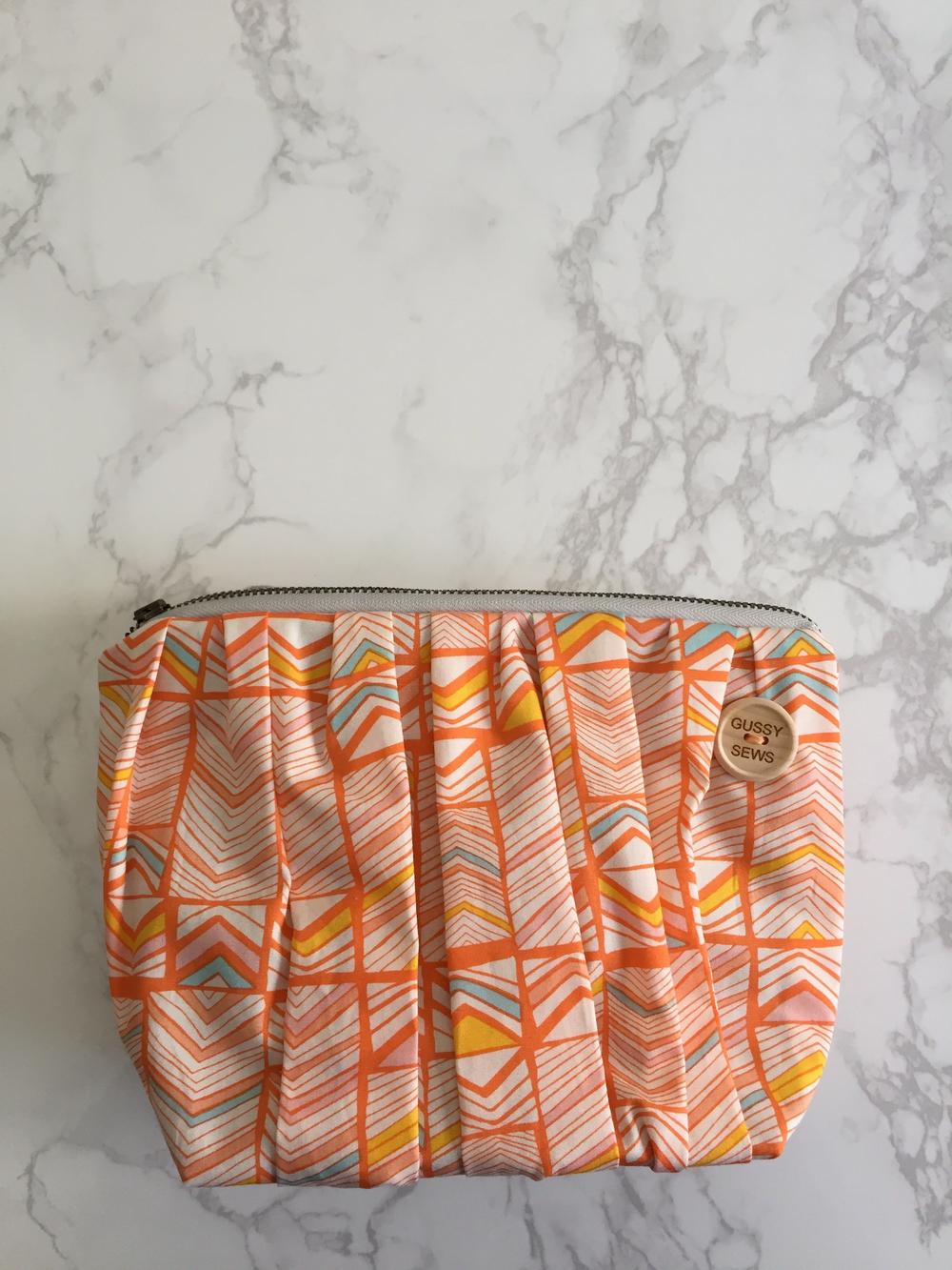 Image of Peachy Peach large zip
