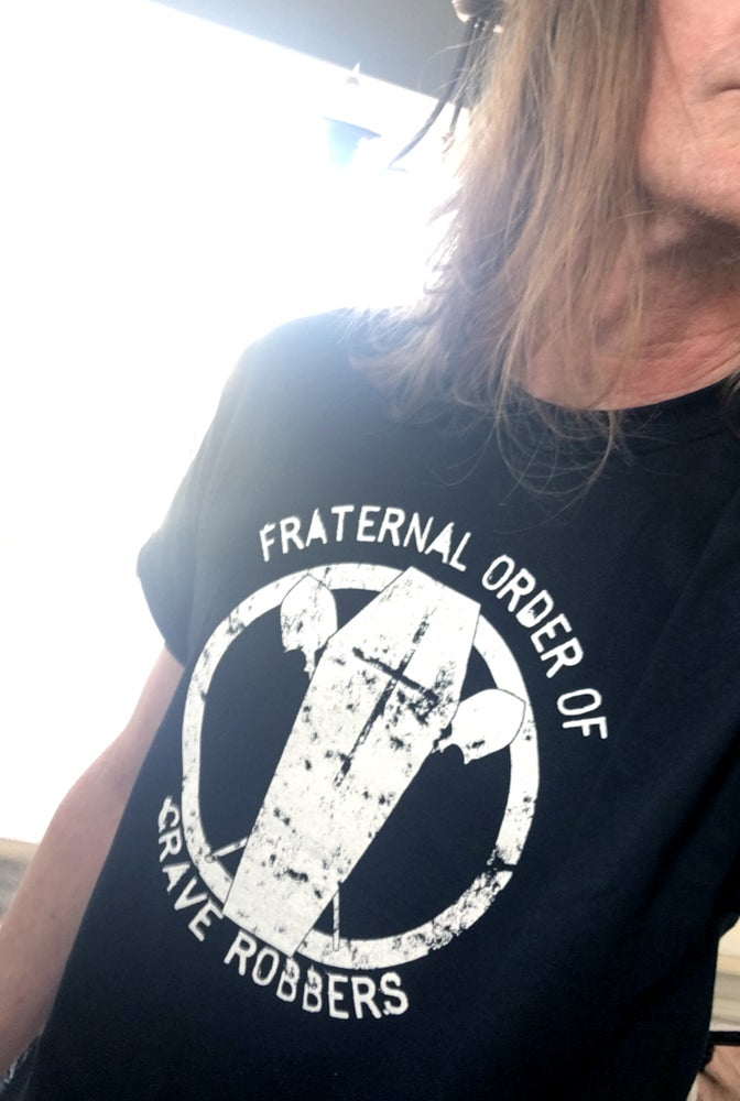 "Image of ""Fraternal Order Of Grave Robbers"" T-Shirt"