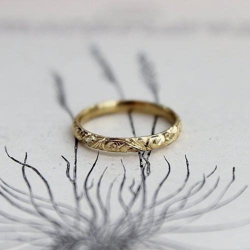 Image of 18ct gold 2.5mm floral engraved ring