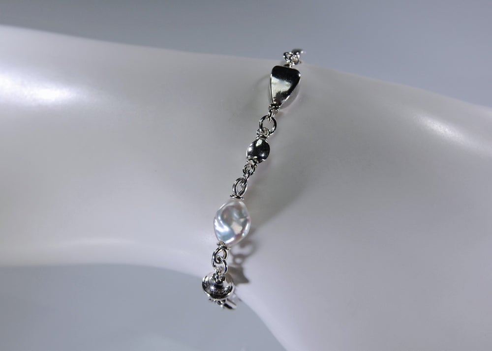 Image of Mare, pearls bracelet