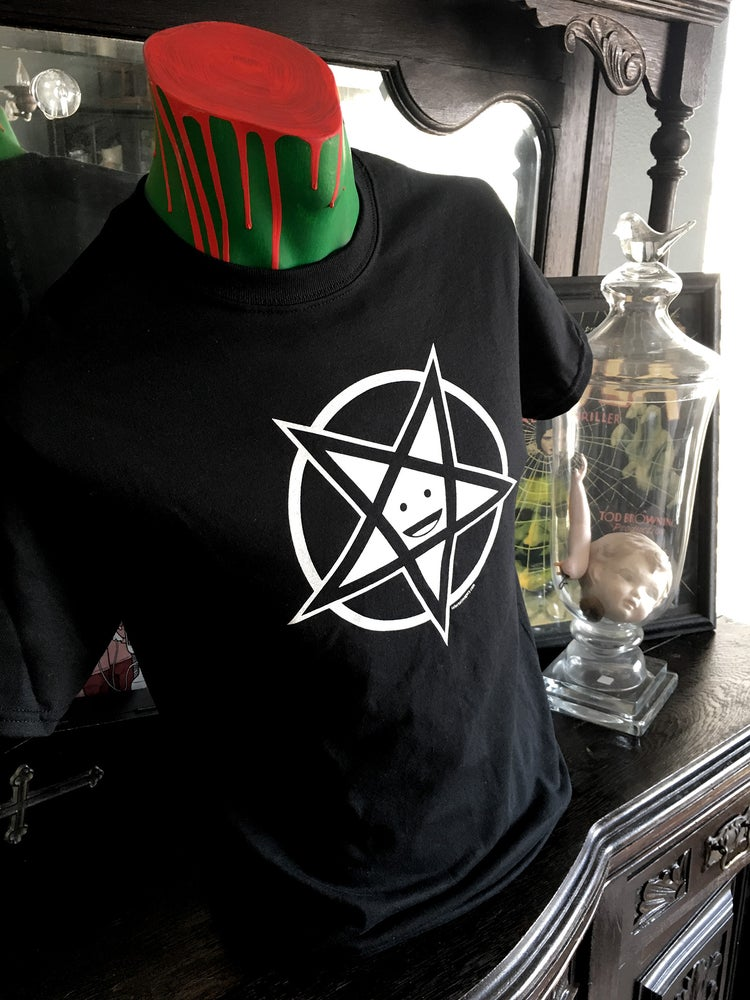 "Image of ""Happy Pentagram"" T-Shirt"