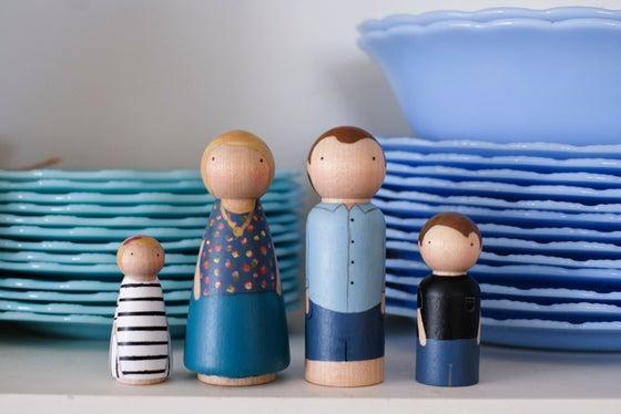 Image of Custom Peg Family of Four