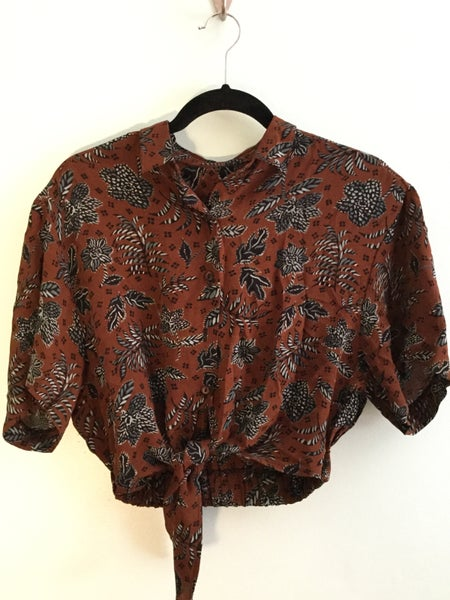 Image of brown w floral tie up crop top