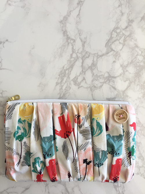 Image of Wild Beauty essential oil clutch