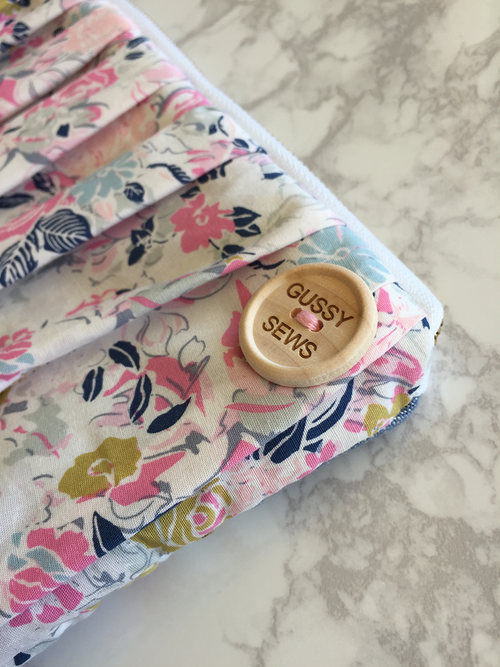 Image of Floral & Chambray essential oil clutch