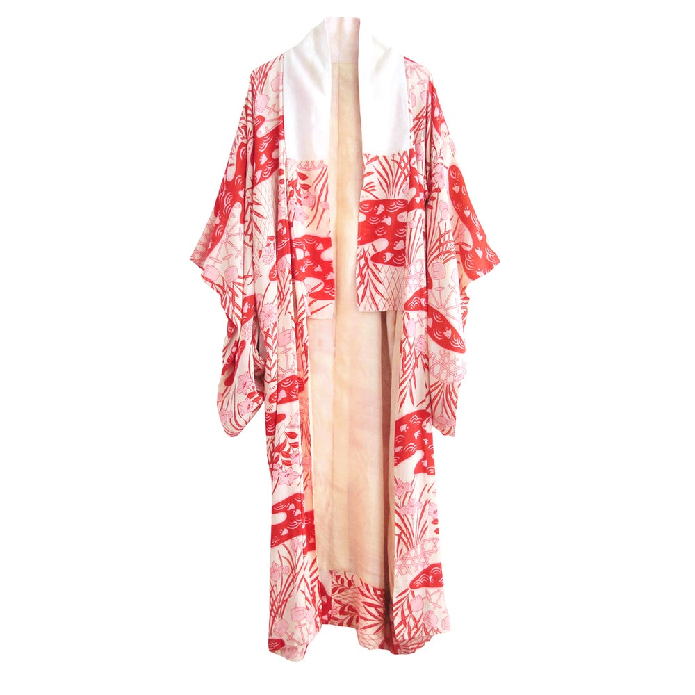 Image of Rød/Hvid silke kimono med rosa røde irisblomster og fugle