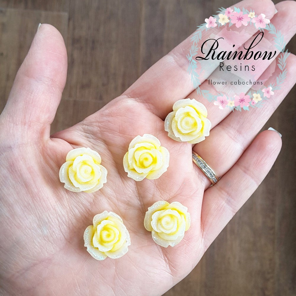 Image of Yellow sparkly flatback roses x 10