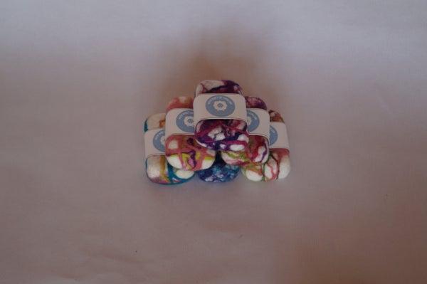 Image of Jabón afieltrado de colores lavanda