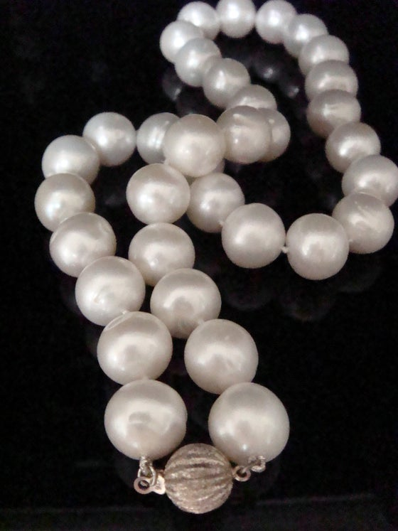 Image of Stunning large cultured freshwater pearl necklace 12mm. 17.5 inches
