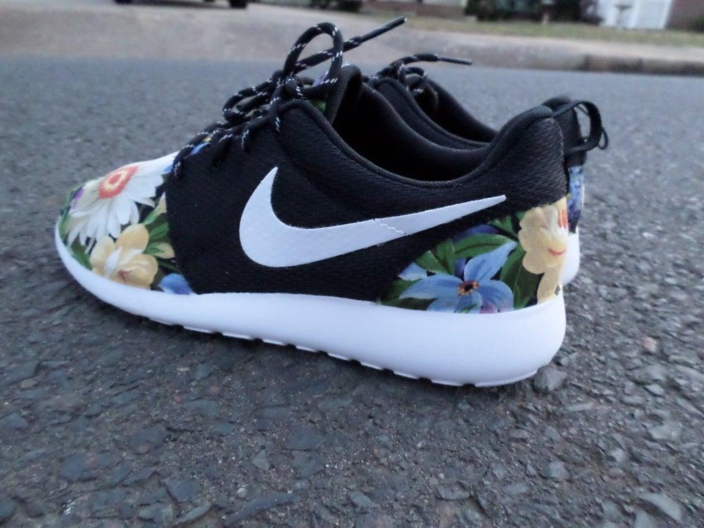 """Image of Customs Nike Roshe One""""Wildflowers"""""""
