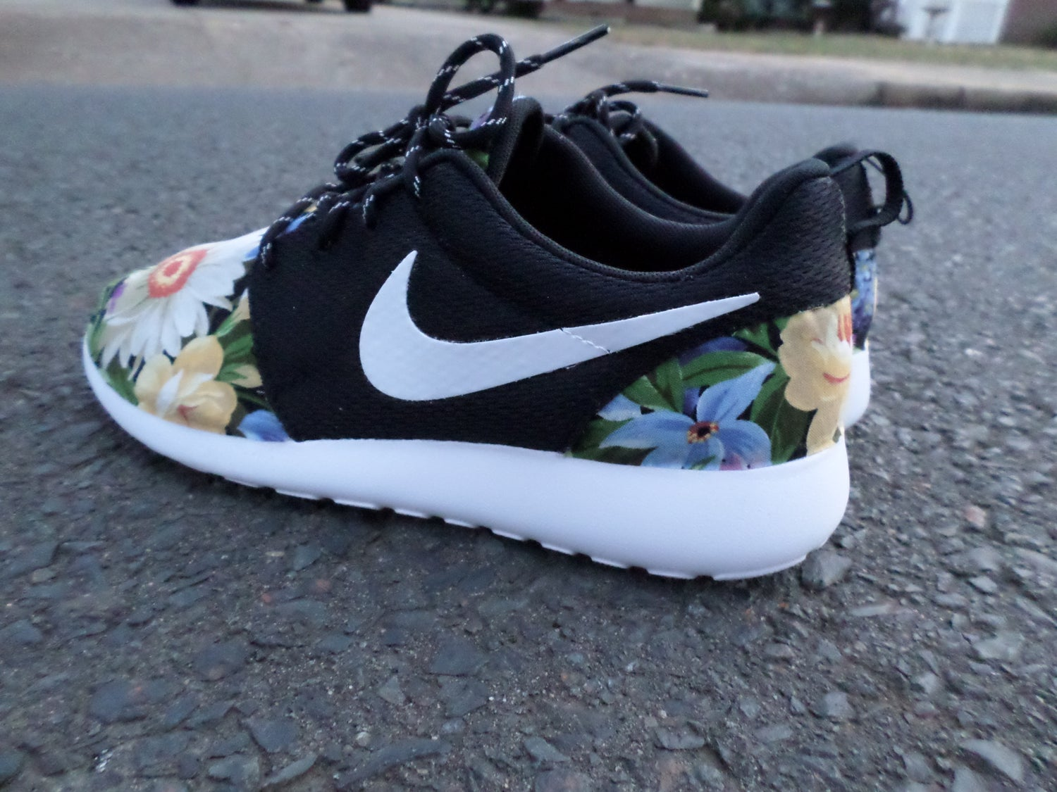 "Image of Customs Nike Roshe One""Wildflowers"""
