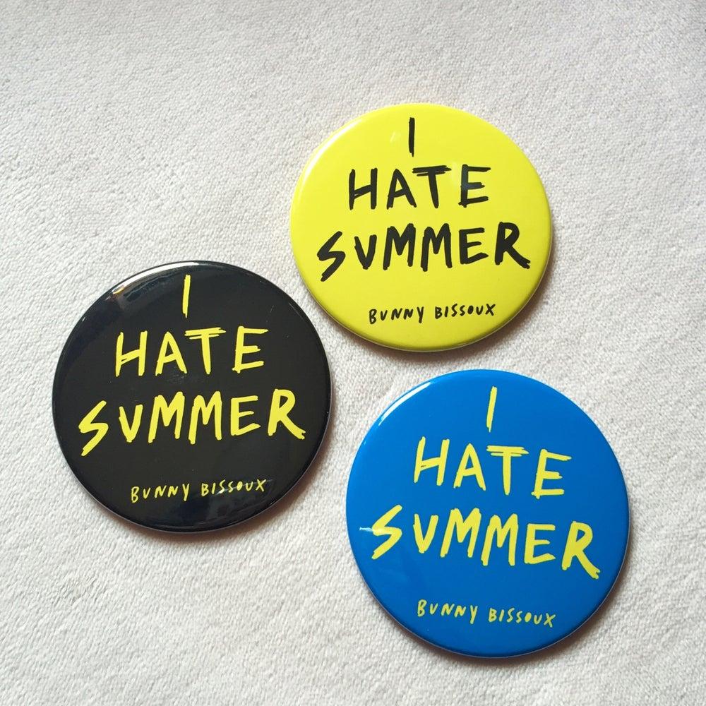 Image of BUNNY BISSOUX 'I HATE SUMMER' big badge 76mm