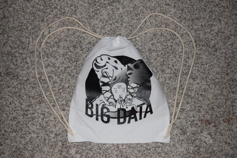 Image of LV loading BIG DATA TOTE
