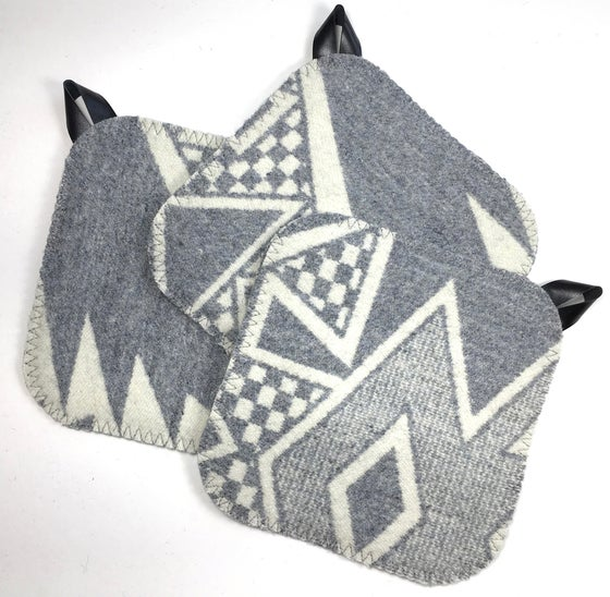 Image of Western Wool Potholder - Gray/Gray