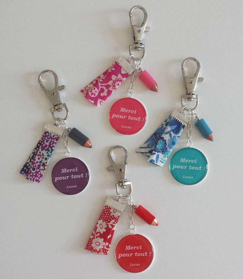 """Image of Cadeau maîtresse - cadeau crèche - Mini porte-clés """"Merci pour tout ! signature"""" personnalisable"""