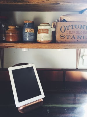 Image of Rustic & copper tablet, phone, mini cookbook stand