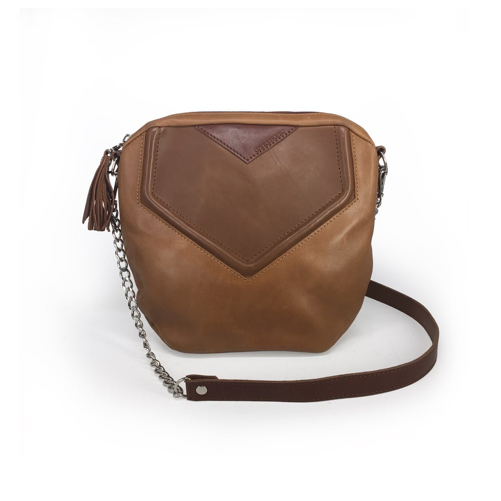 Image of GEOMETRY | tanned leather purse | ~77€